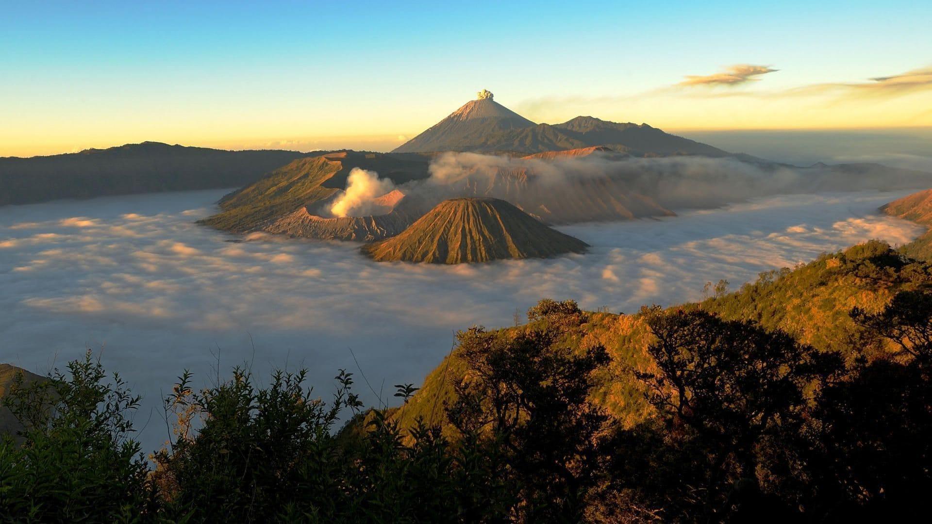 Saat Sunrise Menyapa Di Gunung Bromo