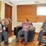 4.Menko Maritim dan Sumber Daya Rizal Ramli (kanan) didampingi Tenaga Ahli menko Abdulrahim Kresno menerima kunjungan Dubes Malaysia untuk Indonesia Dato Seri Zahrain di ruang kerja menko Gd. BPPT Jkt.