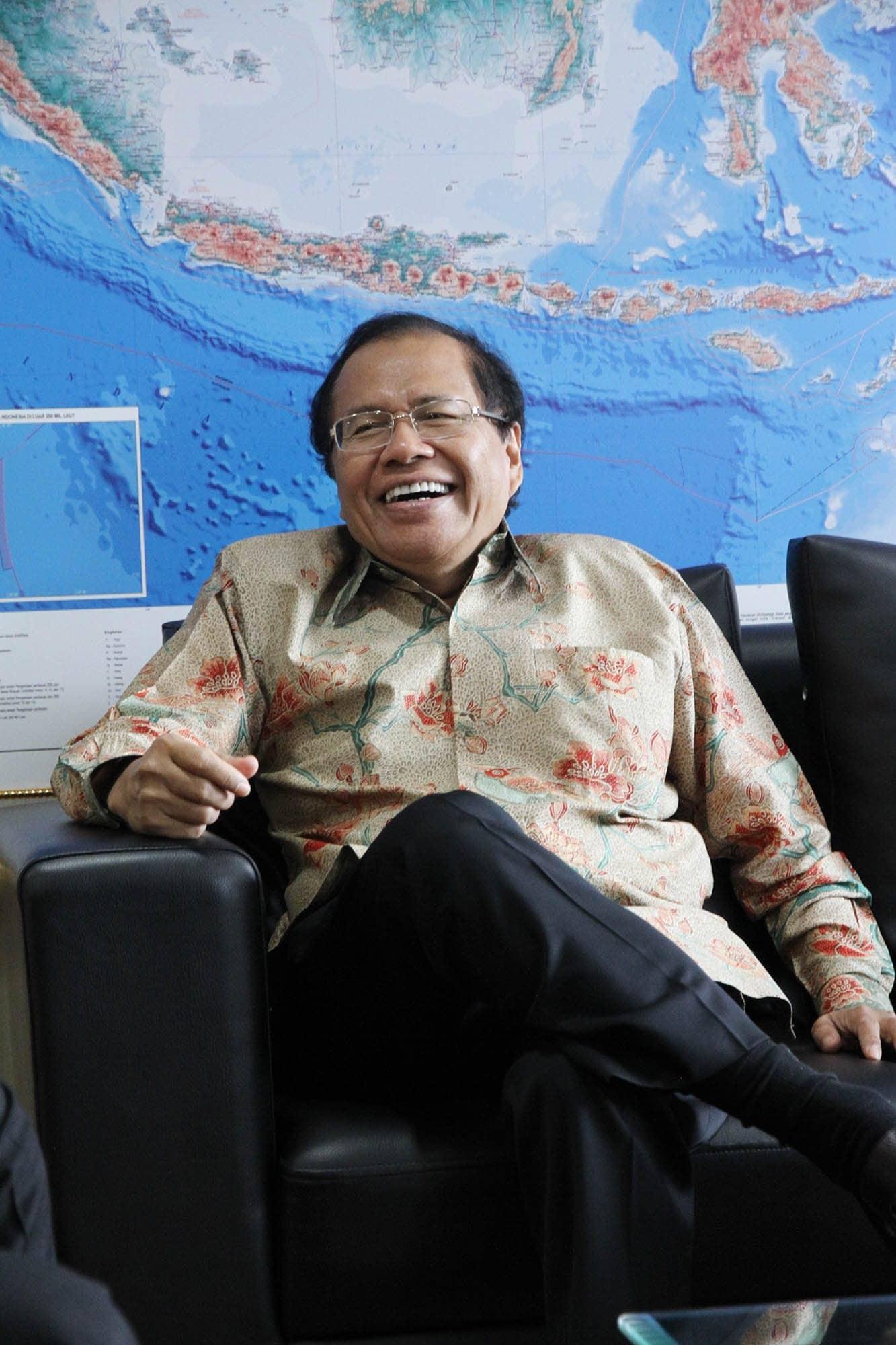 Rizal Ramli Saat Berbincang Santai di Kantor Kemenko Maritim dan Sumber Daya