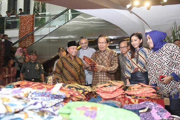Rizal Ramli Hadir dalam Perayaan Hari Batik