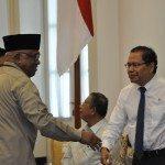 4.Menko Maritim dan Sumber Daya Rizal Ramli dan Plt.Ketua Taufikurahman Ruki ketika memasuki ruang rakor di Istana Bogor.