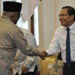 5.Menko Maritim dan Sumber Daya Rizal Ramli dan Plt.Ketua Taufikurahman Ruki ketika memasuki ruang rakor di Istana Bogor.