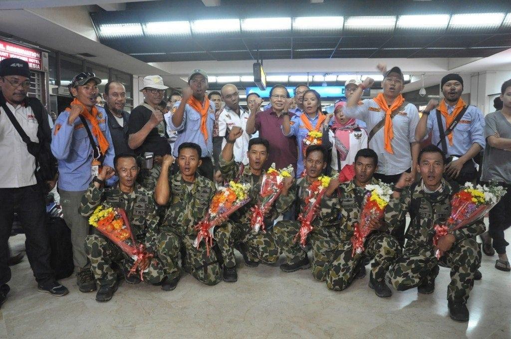 Menko Rizal Sambut Kedatangan Pendaki Puncak Gunung Cartenz