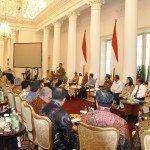 7.Presiden RI Jokowi pimpin rakor dan memberikan arahan kpd Gubernur,Kapolda,dan Kejaksaan Negeri danTinggi seluruh Indonesia di Istana Bogor 24-8-2015.