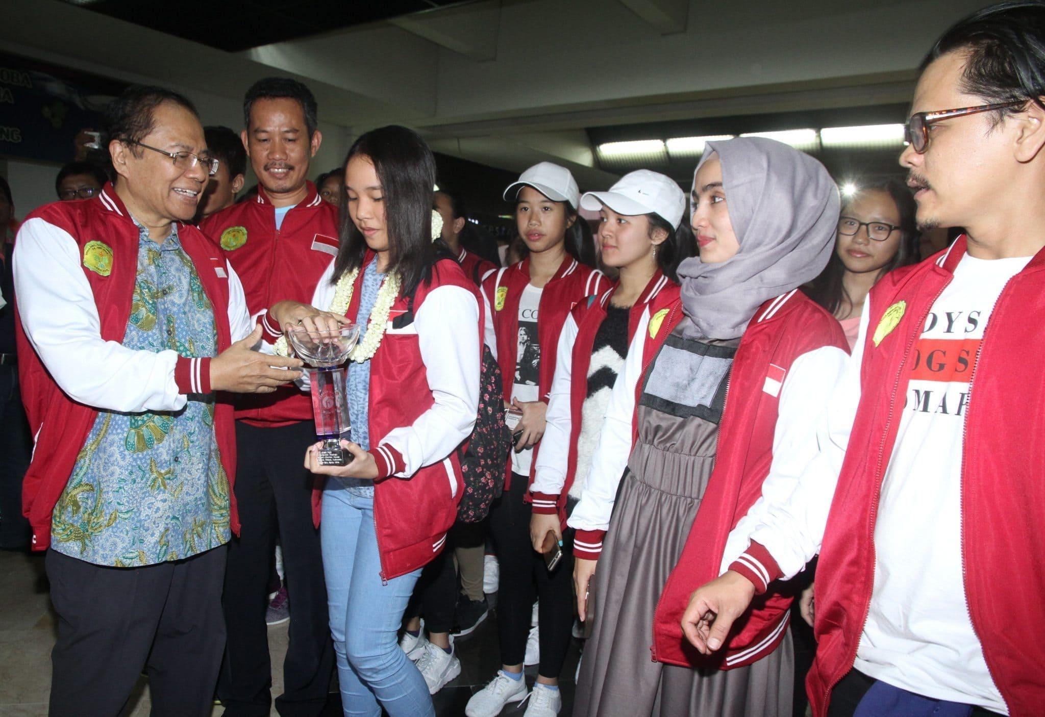 Menko Rizal Ramli Sambut Pemenang Lomba Tari Internasional