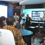 5.Menko Maritim dan Sumber Daya Rizal Ramli didampingi MKP Susi Pujiastuti menyaksikan penenggelaman kapal ilegal Fishing melalui Video Confrence di Gd. KKP 5 april 2016. Jakarta