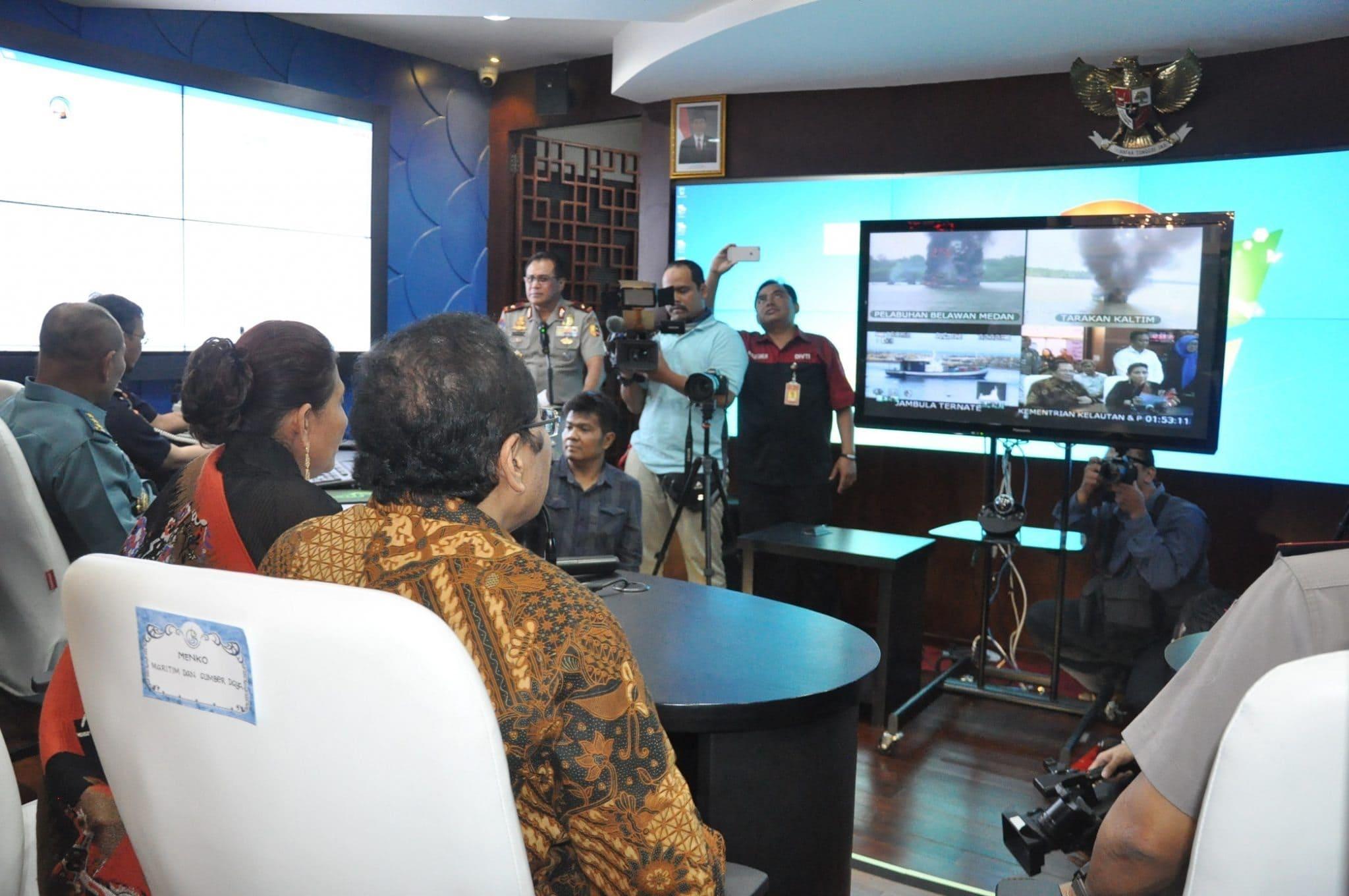 Menko Rizal Pantau Langsung Penenggelaman Kapal Ilegal dari Kantor Menteri Susi