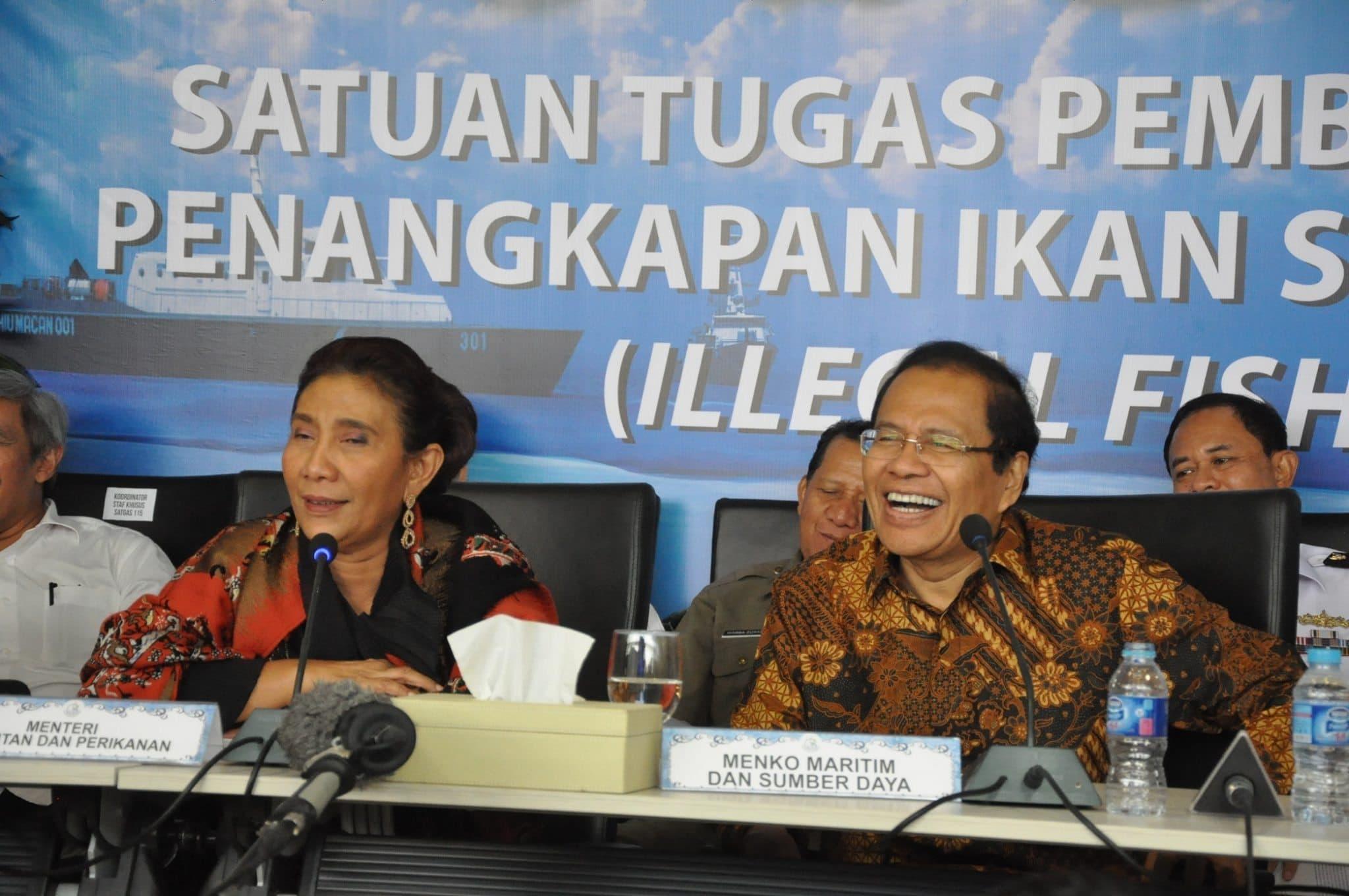 Menko Rizal Ramli Menyaksikan Peledakan Kapal Pencuri Ikan