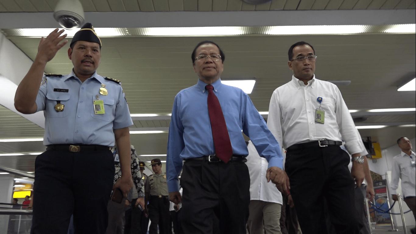 Menko Rizal Sidak Bebas Visa di Bandara Soekarno Hatta