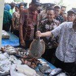 Menko Rizal Kunjungi Pasar Ikan Tradisional