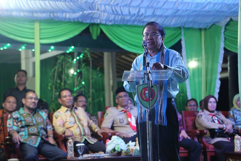 Rizal Menutup Perkemahan Pramuka Madrasah Nasional 2016