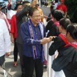 Warga Ambon Antusias Sambut Menko Rizal
