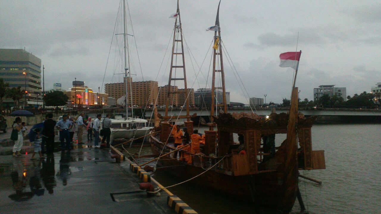 Kapal Spirit Of Majapahit Sampai di Okinawa, Jepang