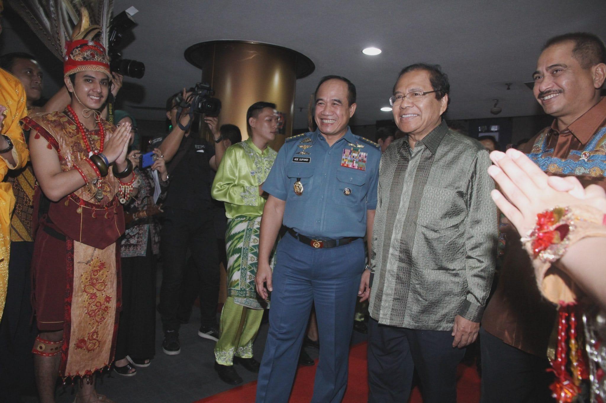 Menko Rizal Ramli Melaunching Sail Selat Karimata 2016