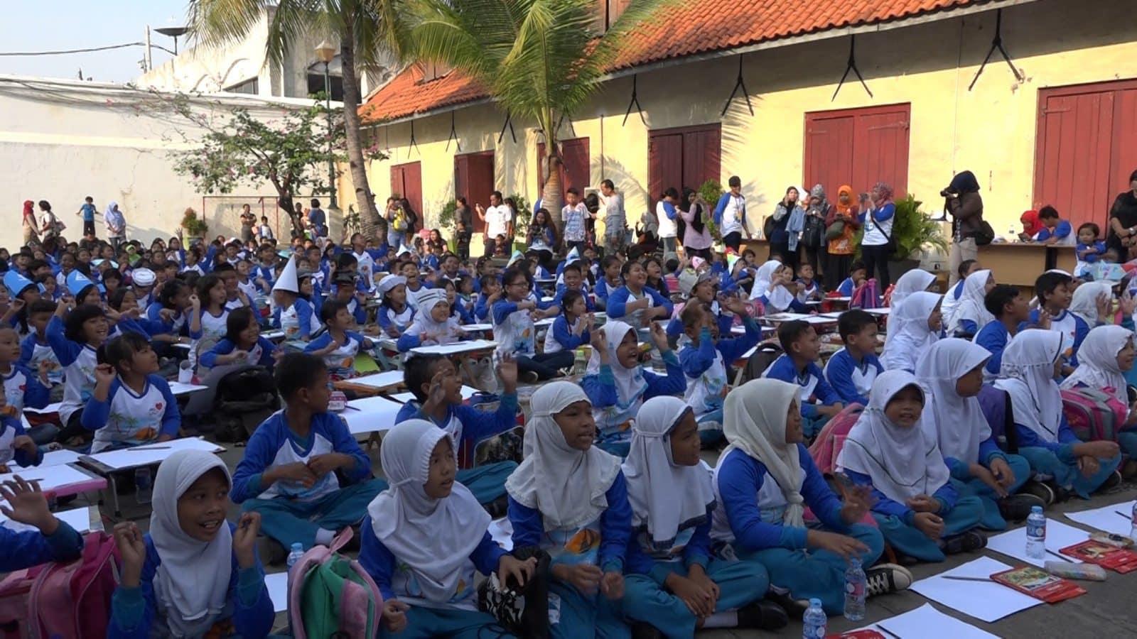 "Hari Anak Nasional 2016 ""MARITIME ARTS – 1000 Gambar Sunda Kelapa Dari Anak Indonesia"""