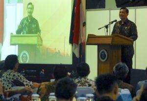 Menteri Koordinator Bidang Kemaritiman Luhut B. Pandjaitan menyampaikan pidatonya di acara temu akbar alumni Teknik Geologi ITB Bandung, 13 Agustus 2016