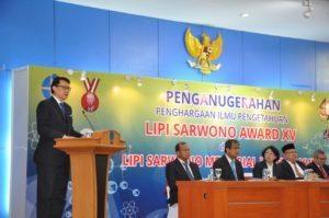 Deputi I Bidang Koordinasi Kedaulatan Maritim, Arif Havas Oegroseno, menyampaikan Orasi Ilmiah pada acara Penganugerahan Penghargaan Ilmu Pengetahuan LIPI Sarwono Award XV dan LIPI Sarwono Memorial Lecture, di Auditorium LIPI, Jakarta (18/8)