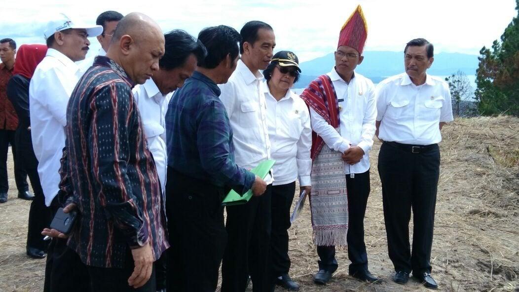 Menko Luhut B Pandjaitan Dampingi Presiden RI meninjau Lokasi Taman Buah di Silangit