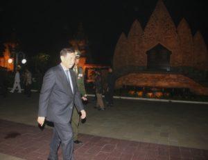 Menteri Koordinator Bidang Kemaritiman Luhut B. Pandjaitan meninggalkan lokasi acara Apel Kehormatan dan Renungan Suci yg di pimpin langsung oleh Presiden RI Joko Widodo di Taman Makam Pahlawan Kali Bata, Jakarta 16 Agustus 2016