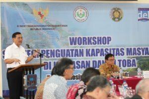 Menko Luhut memberikan arahan pada Workshop Penguatan Kapasitas Masyarakat di Kawasan Danau Toba di Institut Teknologi Del, Laguboti (19/8).
