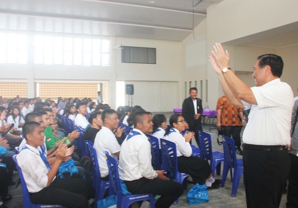 Menko Maritim Luhut B Pandjaitan Mengunjungi SMA Unggul DEL