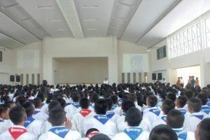 Menteri Koordinator Bidang Kemaritiman Luhut B Pandjaitan memberikan arahannya di depan siswa siswi SMA Unggul DEL ,Laguboti 19 Agustus 2016