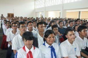 Para siswa siswi SMA Unggul DEL yg sedang mendengarkan arahan dari Menko Maritim Luhut B Pandjaitan ,Laguboti 19 Agustus 2016