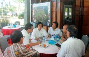 Menteri Koordinator Bidang Kemaritiman Luhut B Pandjaitan Pimpin Rapat Koordinasi dengan Kementerian Lingkungan Hidup yg di hadiri langsung oleh Menteri LHK Siti Nurbaya, Tobasa 20 Agustus 2016