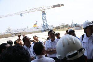 Menteri Koordinator Bidang Kemaritiman Luhut B Pandjaitan Kunjungi Galangan Kapal PT IKI-3, di Makassar, 24 Agustus 2016
