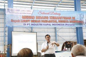 Menteri Koordinator Bidang Kemaritiman Luhut B Pandjaitan berikan arahan pada Direksi dan pekerja PT Industri Kapal Indonesia, Makassar 24 Agustus 2016