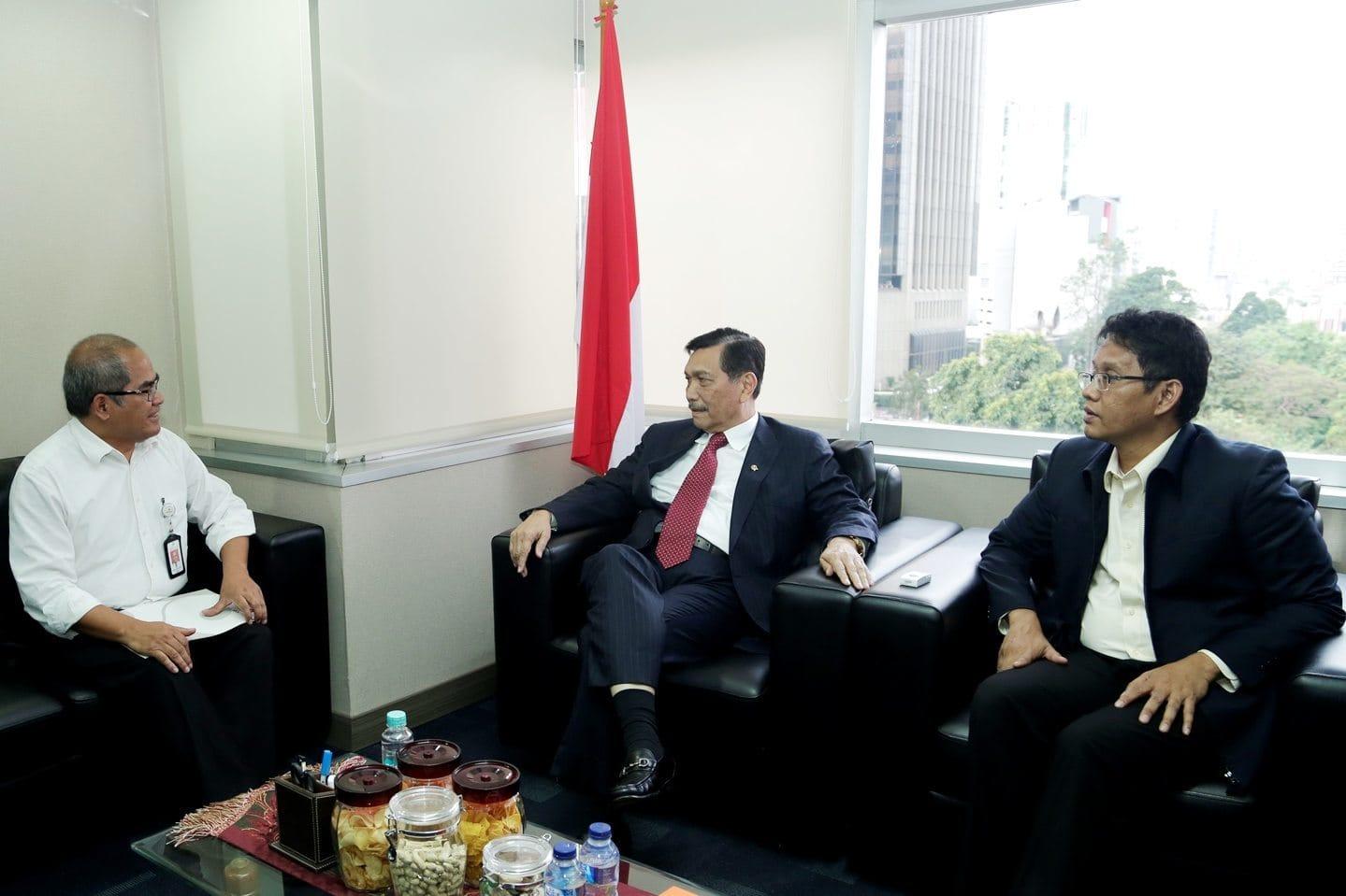 Menko Maritim Luhut B. Pandjaitan menerima kunjungan Kepala SKK Migas Amien Sunaryadi di Kantor Kemenko Maritim Jakarta (16/8).