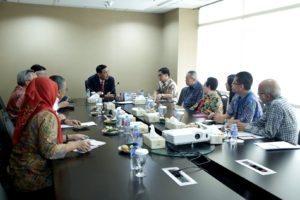 3. Menko Maritim Luhut B. Pandjaitan (tengah) mengadakan pertemuan dengan Centre of Strategic and International Study (CSIS) di Kantor Kemenko Maritim, Jakarta (18/8).