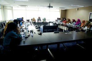 Ibu Devi Pandjaitan (tengah) saat memimpin Rapat Dharma Wanita Persatuan (DWP) Kemenko Maritim di Jakarta, Selasa (30/8)