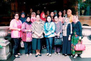 Penasehat Dharma Wanita Persatuan (DWP) Kemenko Bidang Kemaritiman, Devi Pandjaitan mengundang DWP 4 kementerian teknis di bawah koordinasi Kemenko Bidang Kemaritiman dalam rangka Perkenalan dan Makan Siang Bersama, Jakarta (15/8).