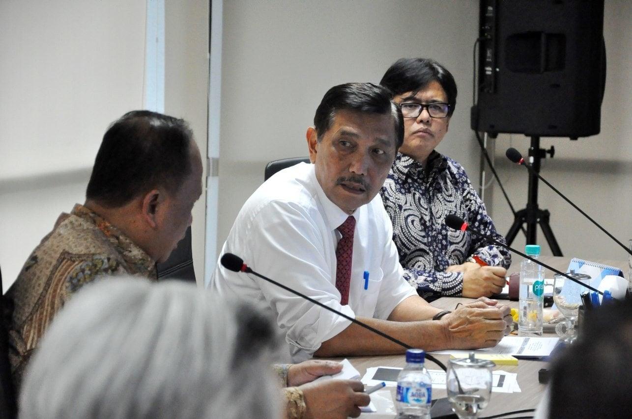 Menko Luhut pimpin Rakor TKDN (Tingkat Komponen Dalam Negeri) untuk Pembangkit Listrik Kereta Api dan Galangan Kapal
