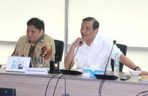 Menko Luhut B. Pandjaitan Pimpin Rapat bersama pelaku usaha perikanan bersama Menteri Perindustrian Airlangga Hartanto yang di adakan di Kantor Kemenko Bidang Kemaritiman, 19 September 2016