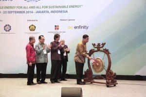 Menko Maritim Luhut B. Pandjaitan membuka acara 15th World Renewable Energy Congress (WREC) 2016 di JCC Senayan, Jakarta (20/9)