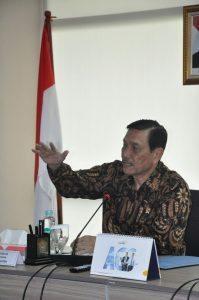 Menteri Koordinator Bidang Kemaritiman Luhut B Pandjaitan pada hari Jumat (9/9) pimpin rapat tentang reklamasi pantai utara Jakarta di kantor Menko, 9 September 2016