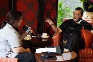"Bapak Menko Luhut B Pandjaitan saat live di Radio Elshinta pada acara ""Wawancara Khusus"" di Kediaman Beliau dibilangan Jakarta Selatan."