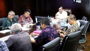 Menteri Koordinator Bidang Kemaritiman Luhut B Pandjaitan pimpin Meeting Pendalaman Alur, Pelabuhan Patimban dan Kereta Cepat Jakarta Surabaya di Kantor Kemenko Maritim, 4 November 2016