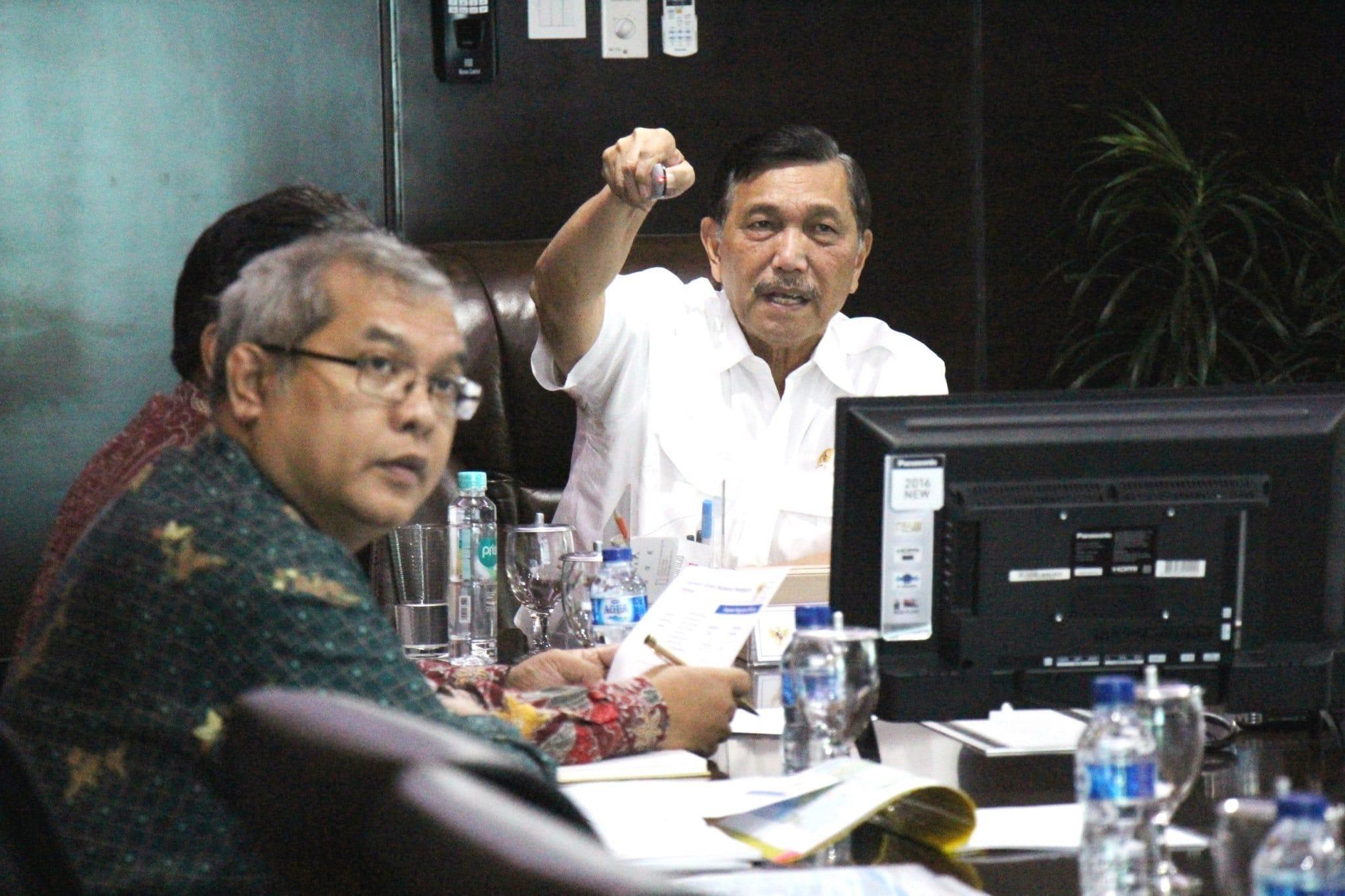Menko Luhut Pimpin Rapat Pendalaman Alur,Pelabuhan Patimban dan Kereta Cepat Jakarta-Surabaya