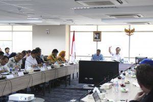Menko Luhut B. Pandjaitan memimpin rapat Dewan Pengarah Badan Otorita Pariwisata Danau Toba di Ruang Rapat Selatan Lt.2, Kantor Maritim. (24/11)