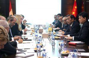 Meeting Menko Luhut Bersama dengan Menteri Infrastruktur Belanda, Mrs. Melanie Schultz Van Haegan,di Kantor Maritim Jakarta. Dengan agenda Pengembangan Pelabuhan, Persediaan Air dan Santiasi, dan Pencegahan Banjir di Teluk Jakarta (21/11)