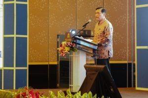 "Menko Luhut B. Pandjaitan saat menjadi pembicara pada Seminar Nasional dengan tema ""Akselerasi Pembangunan Ekonomi Maritim untuk Kesejahteraan Rakyat"" (dari DPP IKAUNDIP/Ikatan Alumni Universitas Diponegoro) di Hotel Mulia Senayan, Jakarta (1/12)."