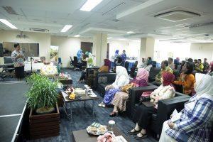 Dharma Wanita Persatuan (DWP) Kemenko Bidang Kemaritiman menyelenggarakan Workshop Pengolahan Sampah Rumah Tangga, di Kantor Kemenko Maritim, Jakarta (01/12).