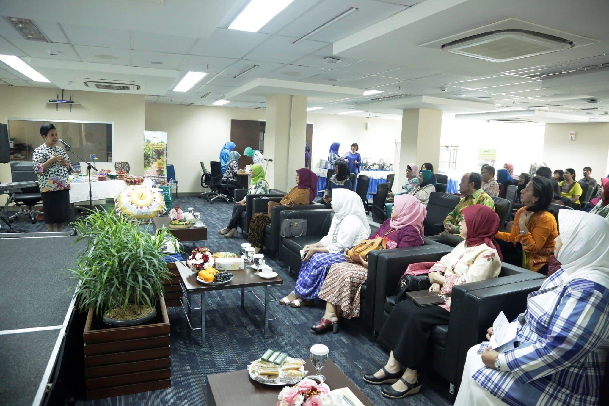 Dharma Wanita Persatuan (DWP) Kemenko Bidang Kemaritiman Menggelar Workshop Pengolahan Sampah Rumah Tangga