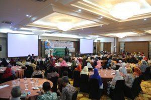 Menko Maritim Luhut B.Pandjaitan memberikan keynote speech dalam acara Reuni Alumni Akabri Angkatan 70 dan Penyerahan Beasiswa Bagi Anak-Anak yang Berprestasi di Yogyakarta, Sabtu (10/12/2016)