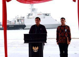 Menteri Koordinator Bidang Kemaritiman Luhut B Pandjaitan memberikan Sambutannya dalam mewakili Presiden RI di acara Hari Peringatan Nusantara 2016 di Lembata (13/12)