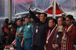 Menteri Koordinator Bidang Kemaritiman Luhut B Pandjaitan menghadiri Pembukaan Peringatan Hari Nusantara 2016 di Lembata, (13/12)