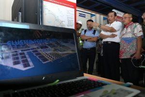 Menteri Koordinator Bidang Kemaritiman Luhut B Pandjaitan di dampingi Dirut Pelindo 1 meninjau Lokasi Pelabuhan Kuala Tanjung (13/1)